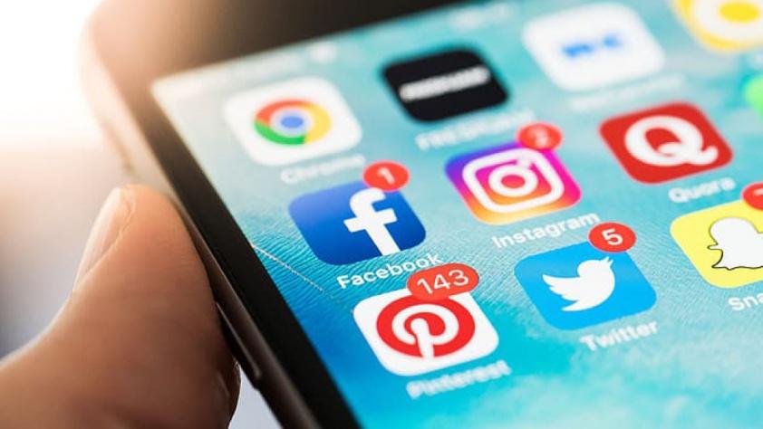 Estamos a atualizar a nossa presença nas Redes Sociais - Blackout - Publicidade Exterior